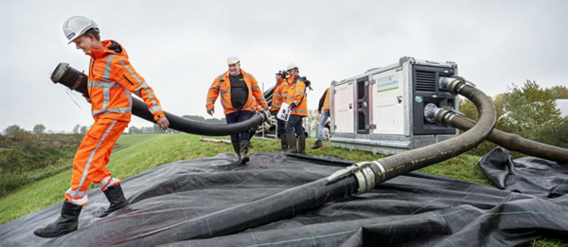 Hoogwateroefening op de dijk