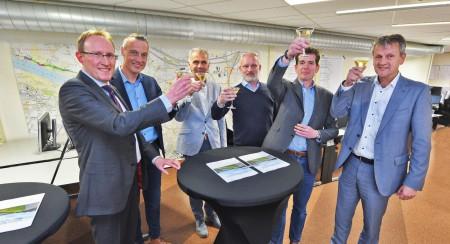 Contract Dijkversterking Wolferen-Sprok getekend
